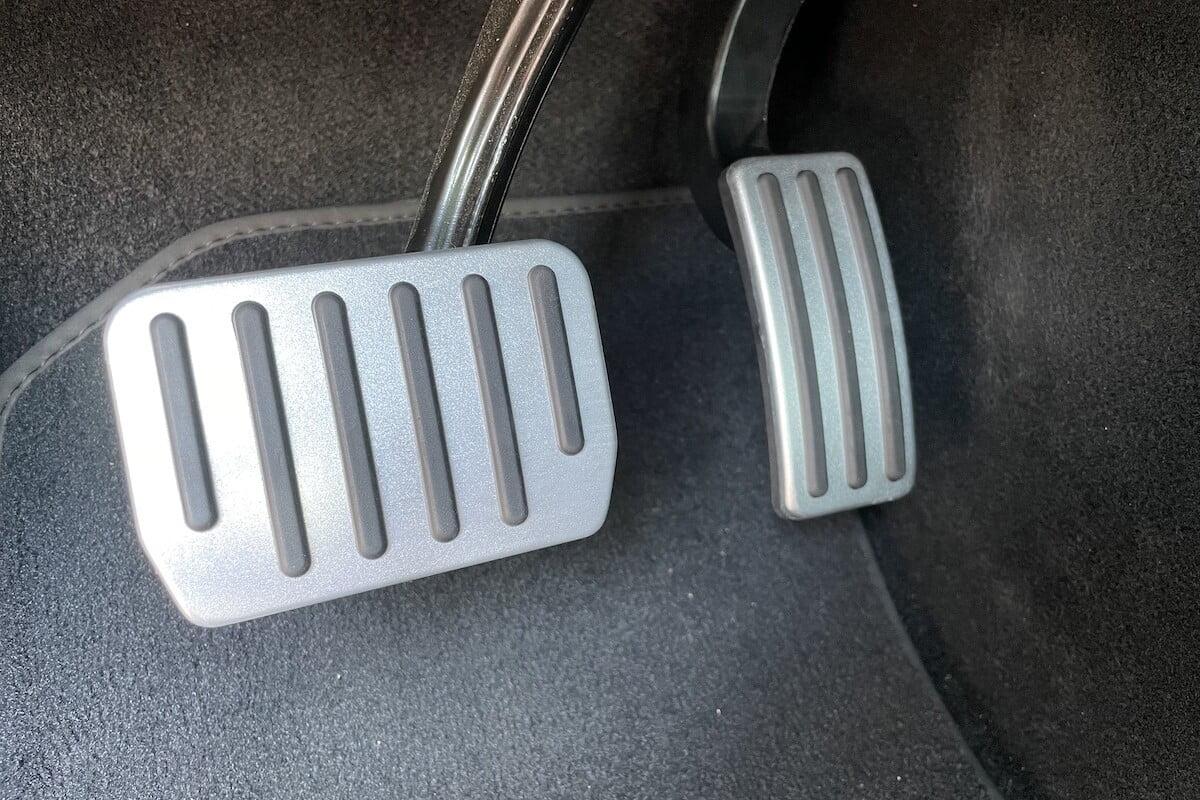 Performance pedalen Model 3 close