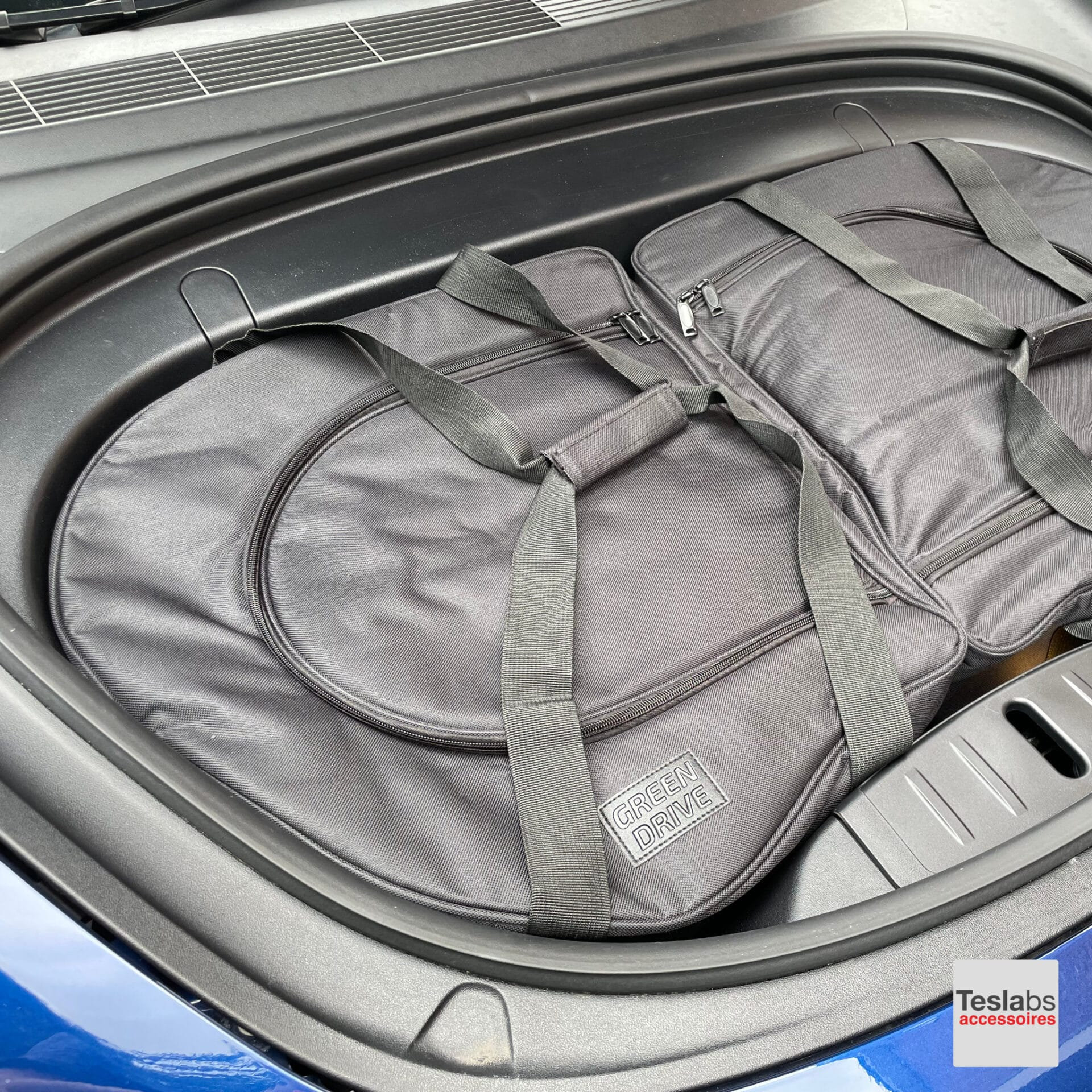 Tesla Model 3 - Frunk koeltassen set dicht in frunk dicht